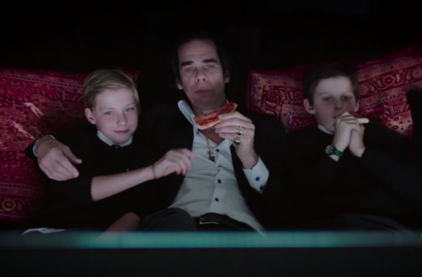 Nick Cave eats pizza with his sons while watching Scarface in 20,000 Days on Earth.