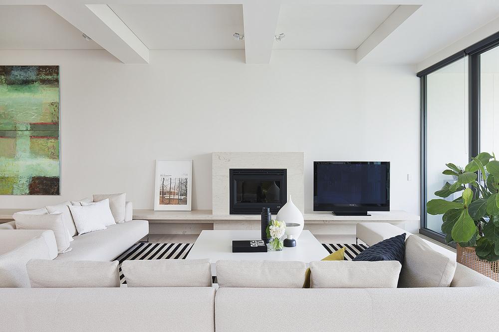 603 Lounge 1.jpg