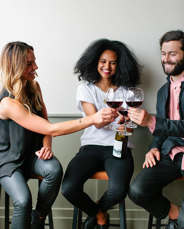 Drinking wine with amazing people may be the very best way to spend a Wednesday, especially when it's #nationalwineday 🍷 #winewednesday #ww #preceptwine #marianbuilt