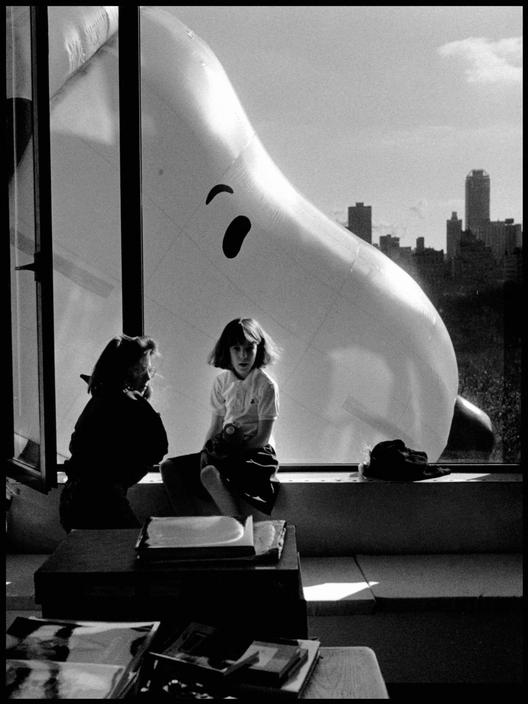 Great Thanksgiving Day parade photo by Elliott Erwitt