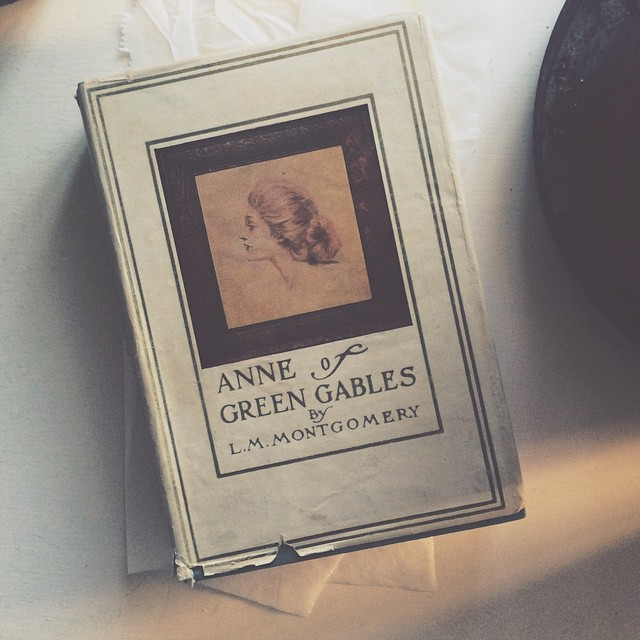 📖💚 Anniversary gift from the man who knows me best. #anneofgreengables #rare #bibliophile #kindredspirits