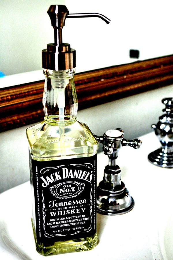 via och-annie: What a great Christmas gifting idea. Jack Daniel's Tennessee Soap. There's always the argument that people would prefer the whiskey of course. via: Neatorama