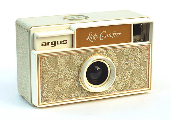 Yes please. 100 Beautiful Vintage Camera Photographs