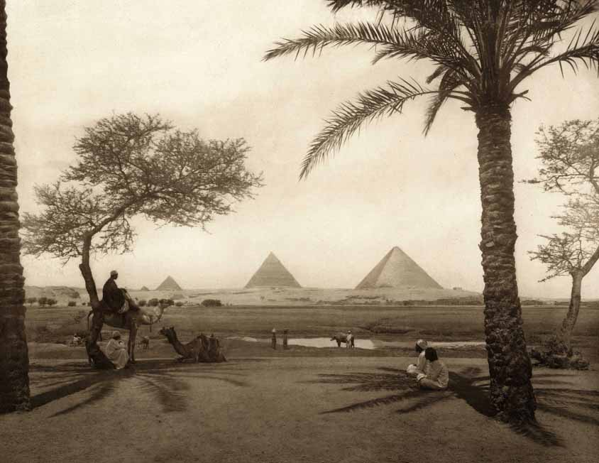 smut-to-go :      amare-habeo : Piramids of Giza, Egypt, circa 1910 (anonyme)