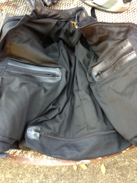 Two inside pockets sit above the zip at the bottom to access the armor.