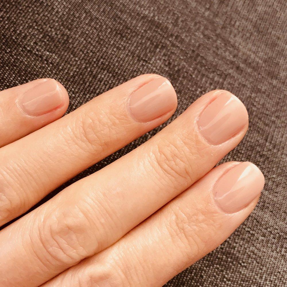 nude_shellac_nails.JPG