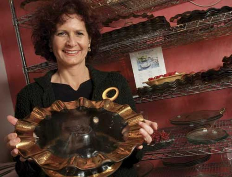 Her work is in the Smithsonian, the home of Oprah Winfrey and in hotels such as the Bellagio Las Vegas, on October 17th I will be honored to have my guest, Ann Morhauser from Annieglass