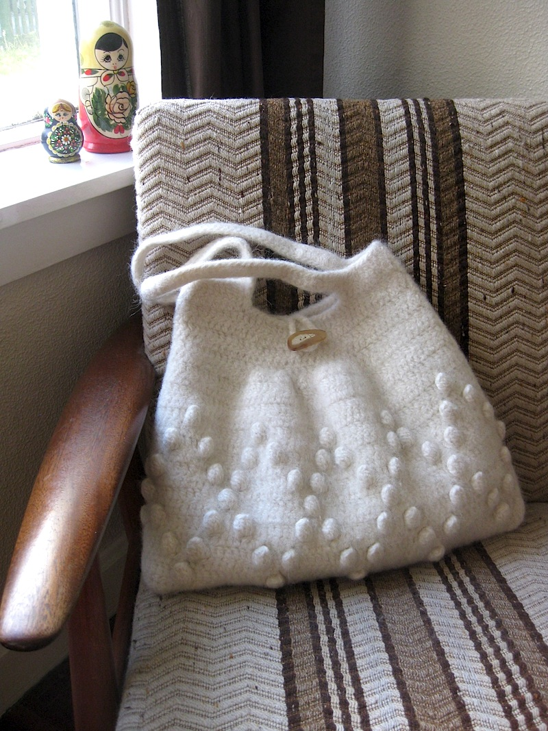 hand crocheted and felted bag_off-white