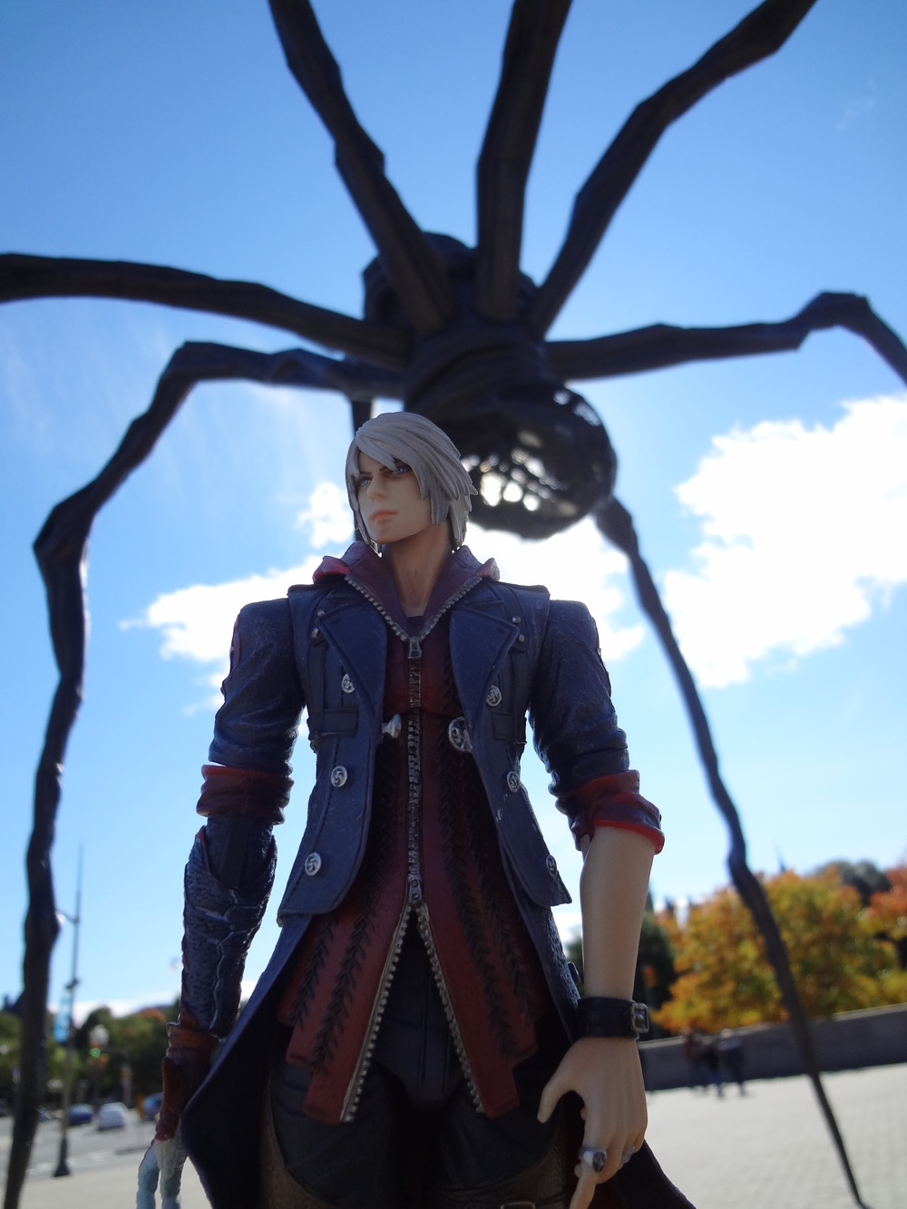 Nero Play Arts Kai Devil May Cry 4 Halloween Giant Spider Monster.JPG