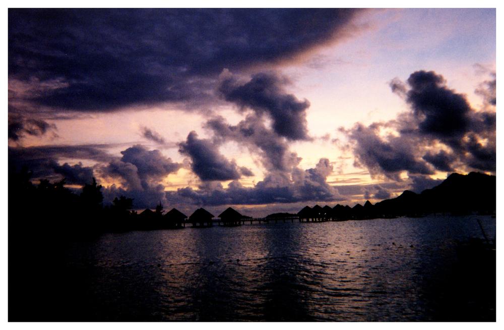 Tahiti-huts-silhouette.jpg