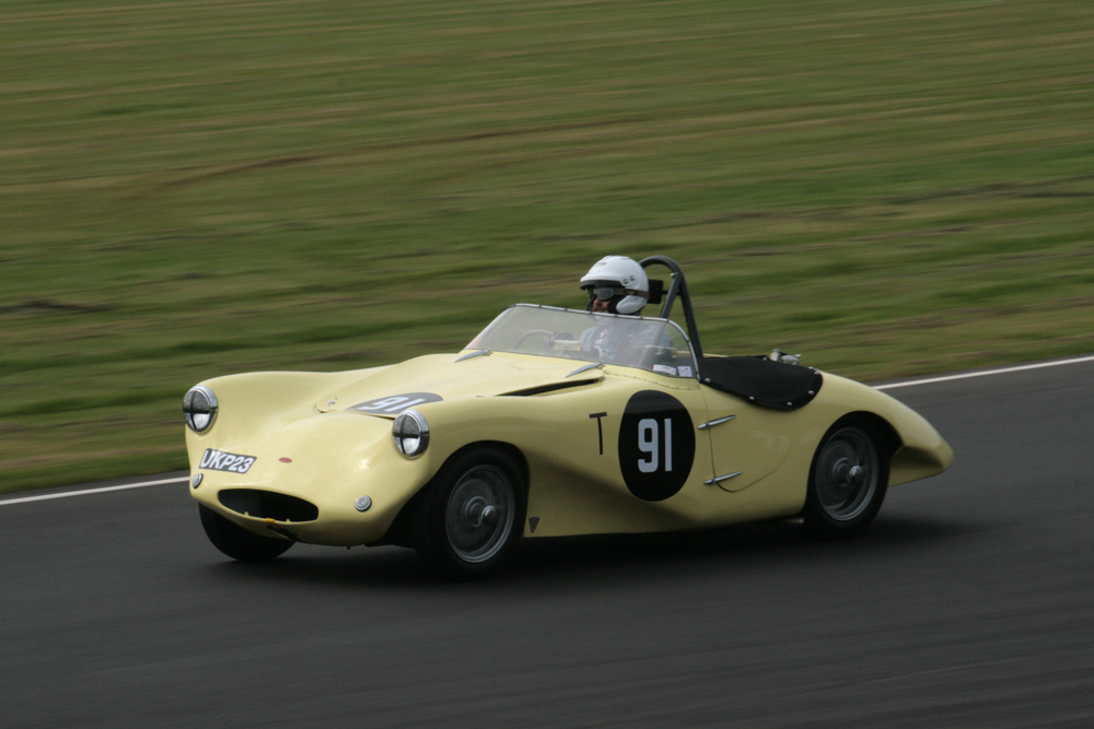 FISCAR debut of the Arnott Lea Francis seen here qualifying, out of session, Arthur Smith-Fitchett at the wheel