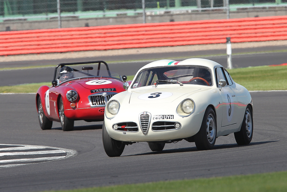 Brian Arculus presses on regardless in the misfiring Alfa Romeo.                               Photo - Mick Walker