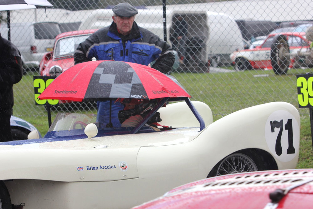Roy Gillingham oversees Brian Arculus who really doesn't like the rain .............                     Photo - Pat Arculus, Tripos Media