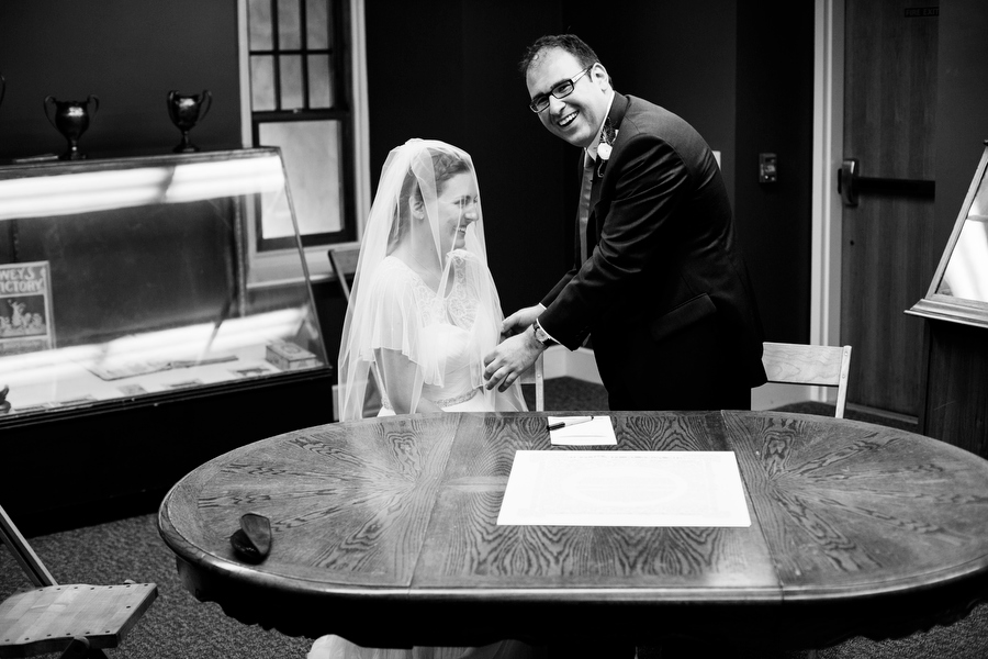 Bride and Groom signing Kehtubah