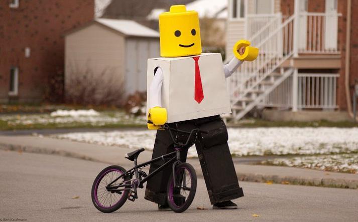 lego-man-funny-halloween-costume.jpg