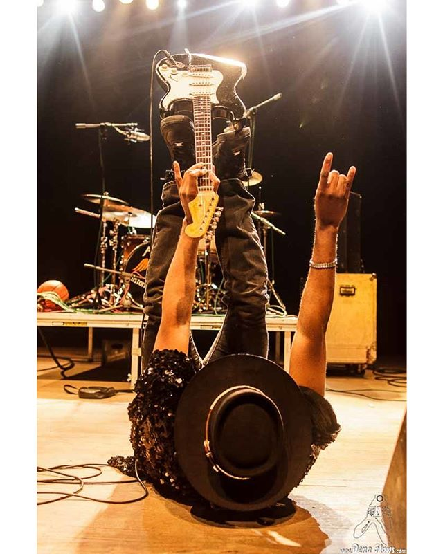 No le llaman el 'rey de las cuerdas' por nada! Viernes 9 de marzo, CARVIN JONES en La Catarina!! Pilla tu entrada ya que se agotan!! 🎟🎸 ___________________________________________ They dont call him 'the king of strings' for nothing! Friday 9th of March, CARVIN JONES in La Catarina!! Get your ticket before they sell out! 🎟🎸