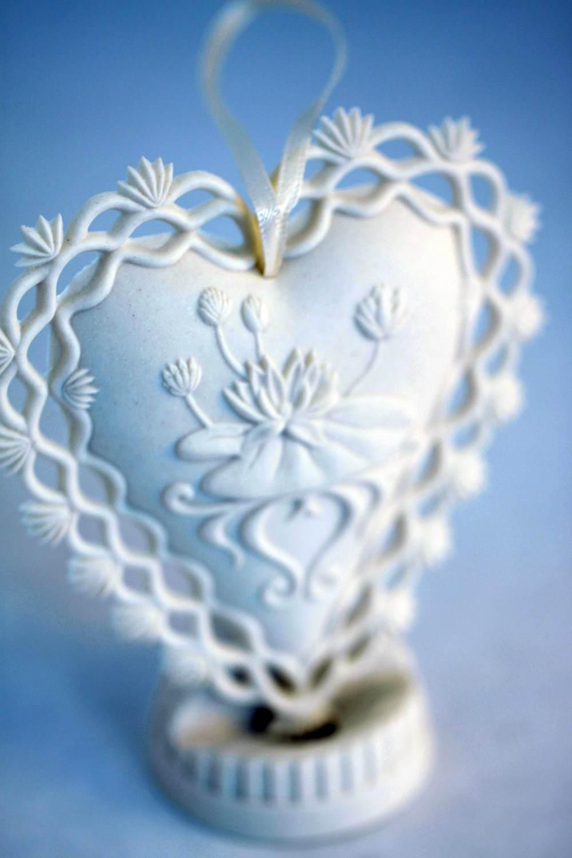 beside-still-waters-psalm-23-porcelain-ornament