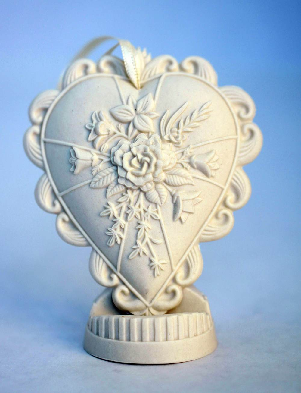 thinking-of-you-porcelain-heart-ornament
