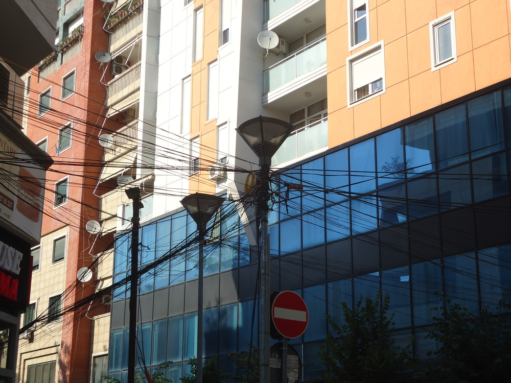 The wires of Tirana
