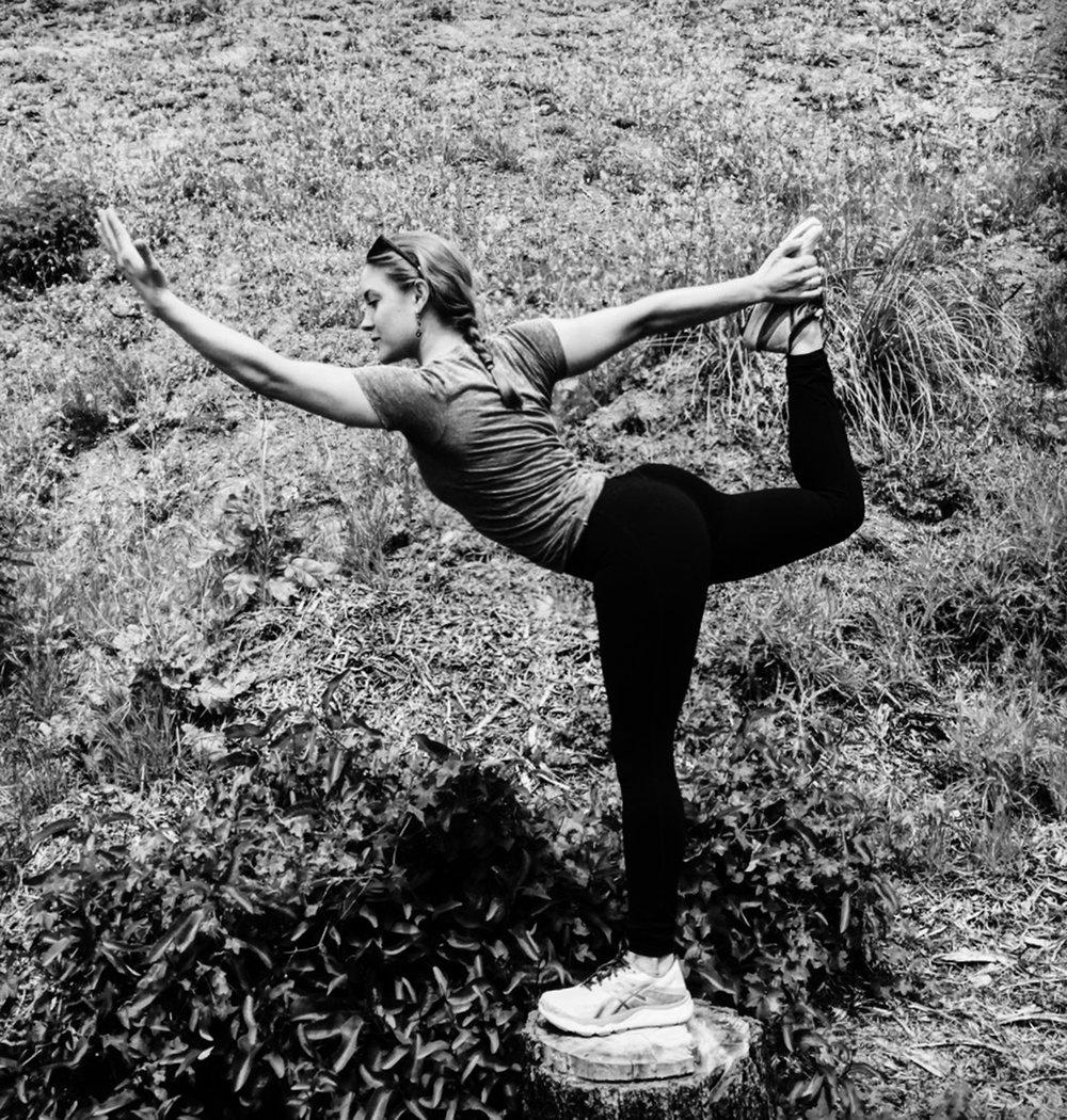 Kendra Thomas pose_2000.jpg