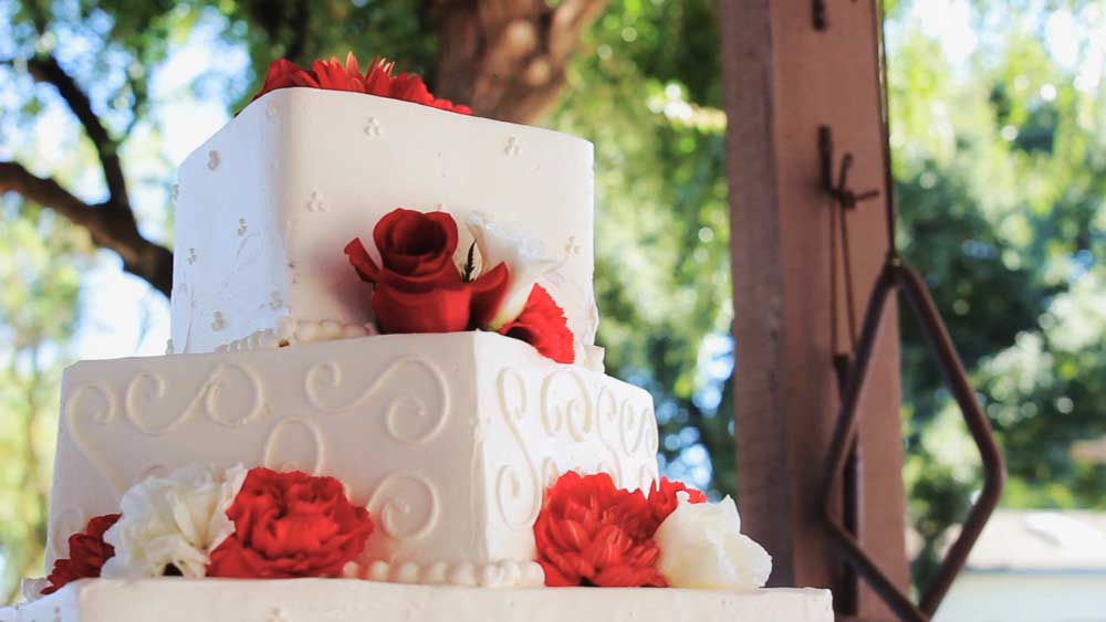 WeddingCake_White_Flowers