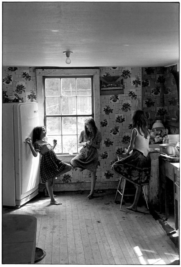 Three girls in kitchen, 1964.©Duke University David M. Rubenstein Rare Book & Manuscript Library