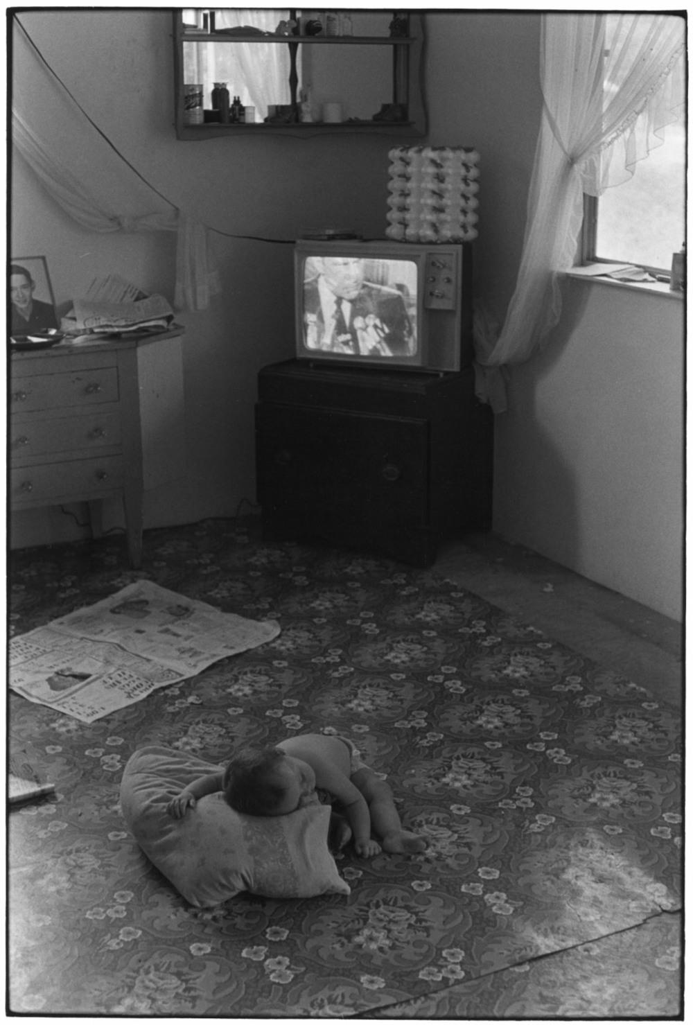 Baby lying on floor, Nixon on TV, 1972.©Duke University David M. Rubenstein Rare Book & Manuscript Library