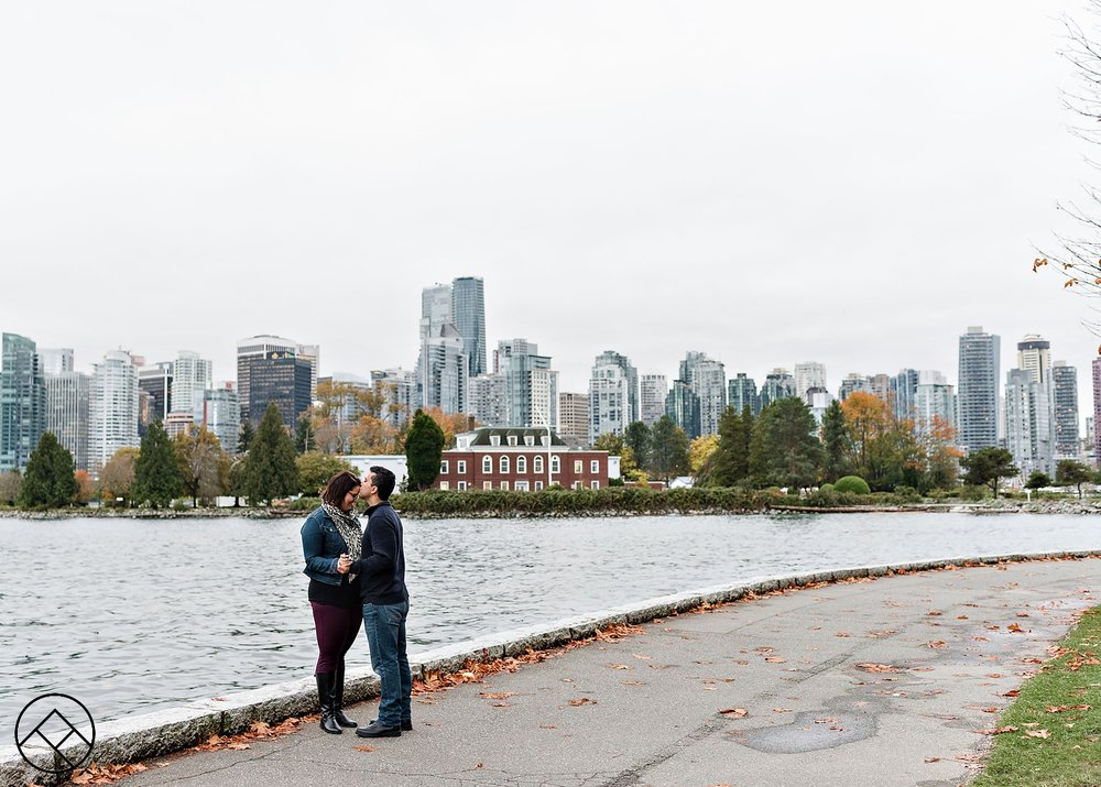 Vancouver Stanley Park Engagement Pictures