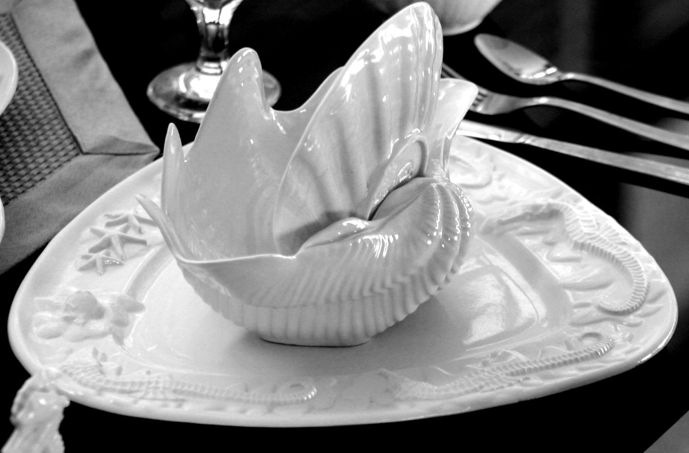 Clam Shell Bowl on Starfish and Seahorse Platter