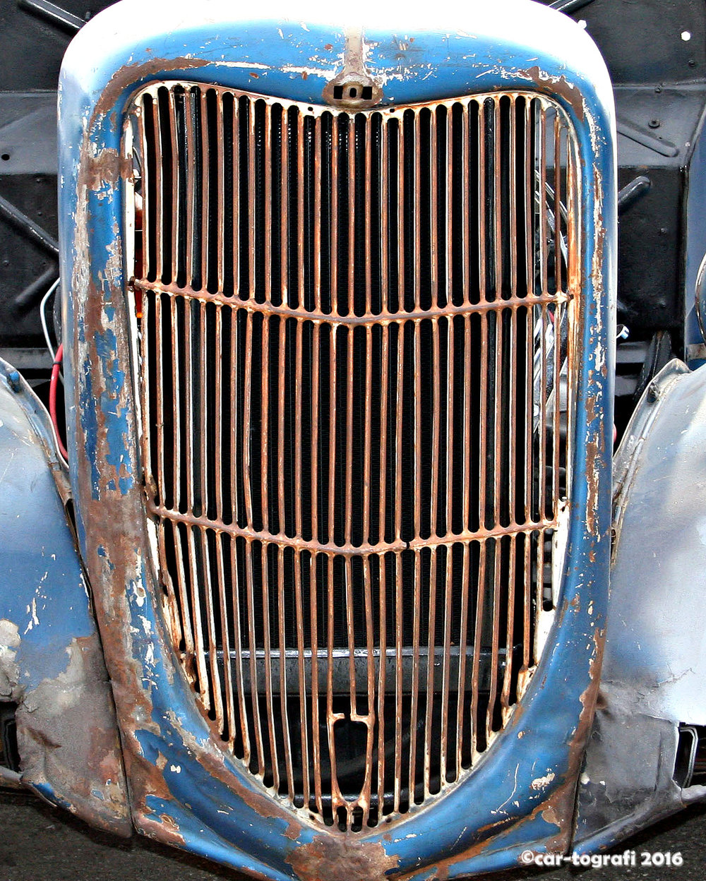 rusted-in-blue-car-tografi.jpg