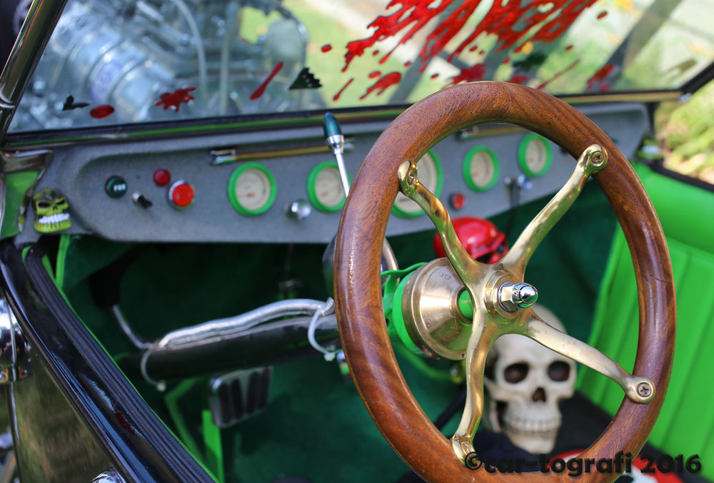 The skull bucket inside car-tografi