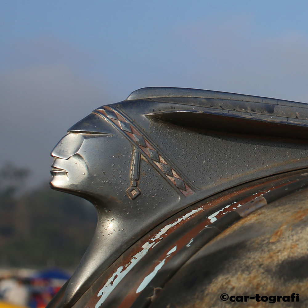 Close up Pontiac Hood Mascot car-tografi