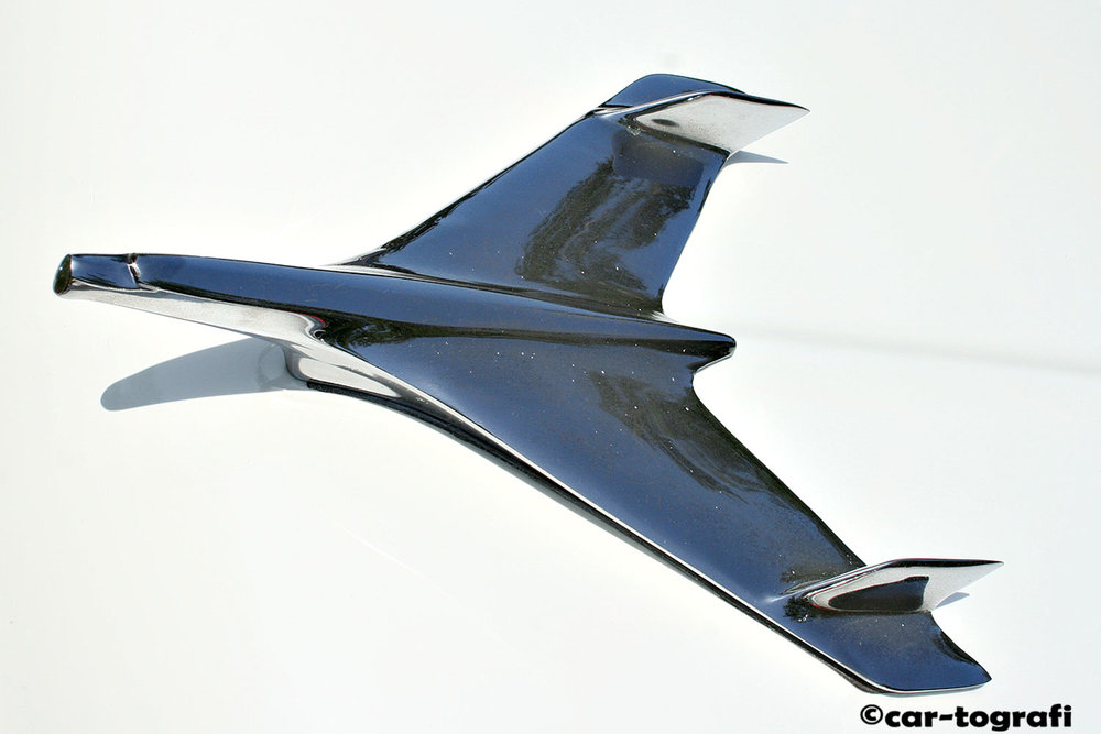 hood-mascot-planes-car-tografi-wht.jpg