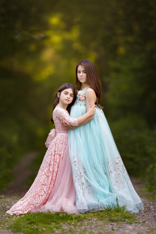 photo of sisters in Wakefield, RI