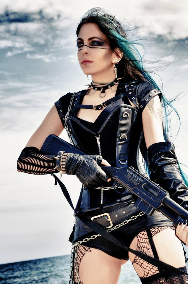Model: Lynette Drachenblut