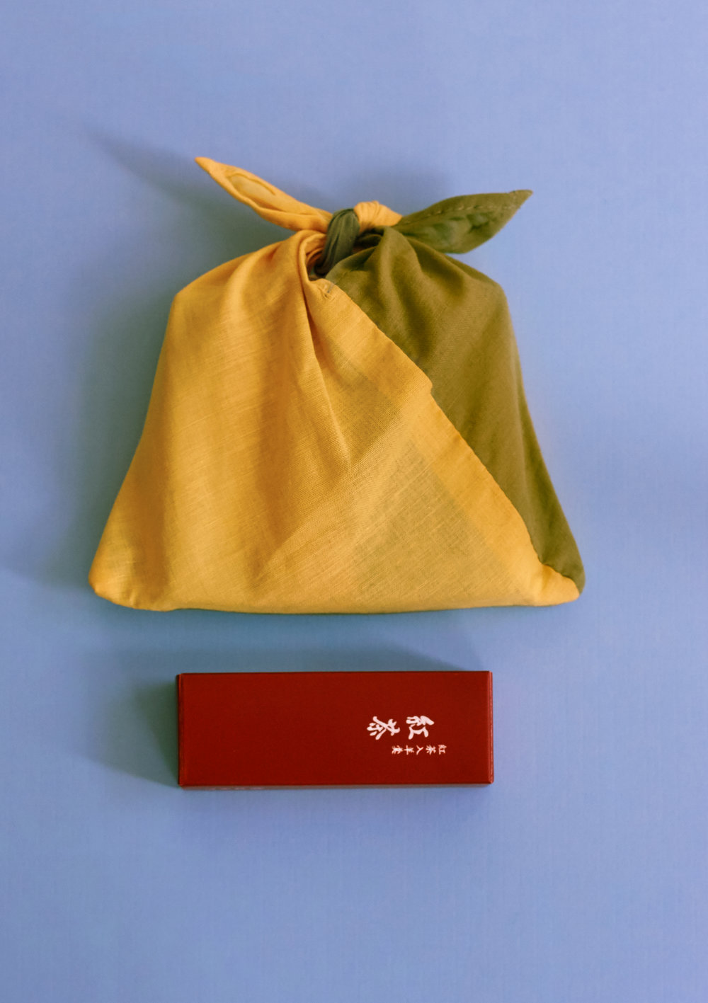 Individual mini Yokan in 3 flavor packs are in a cute little fabric bag! ...by one of the most well known Wagashi store, Toraya. とらや