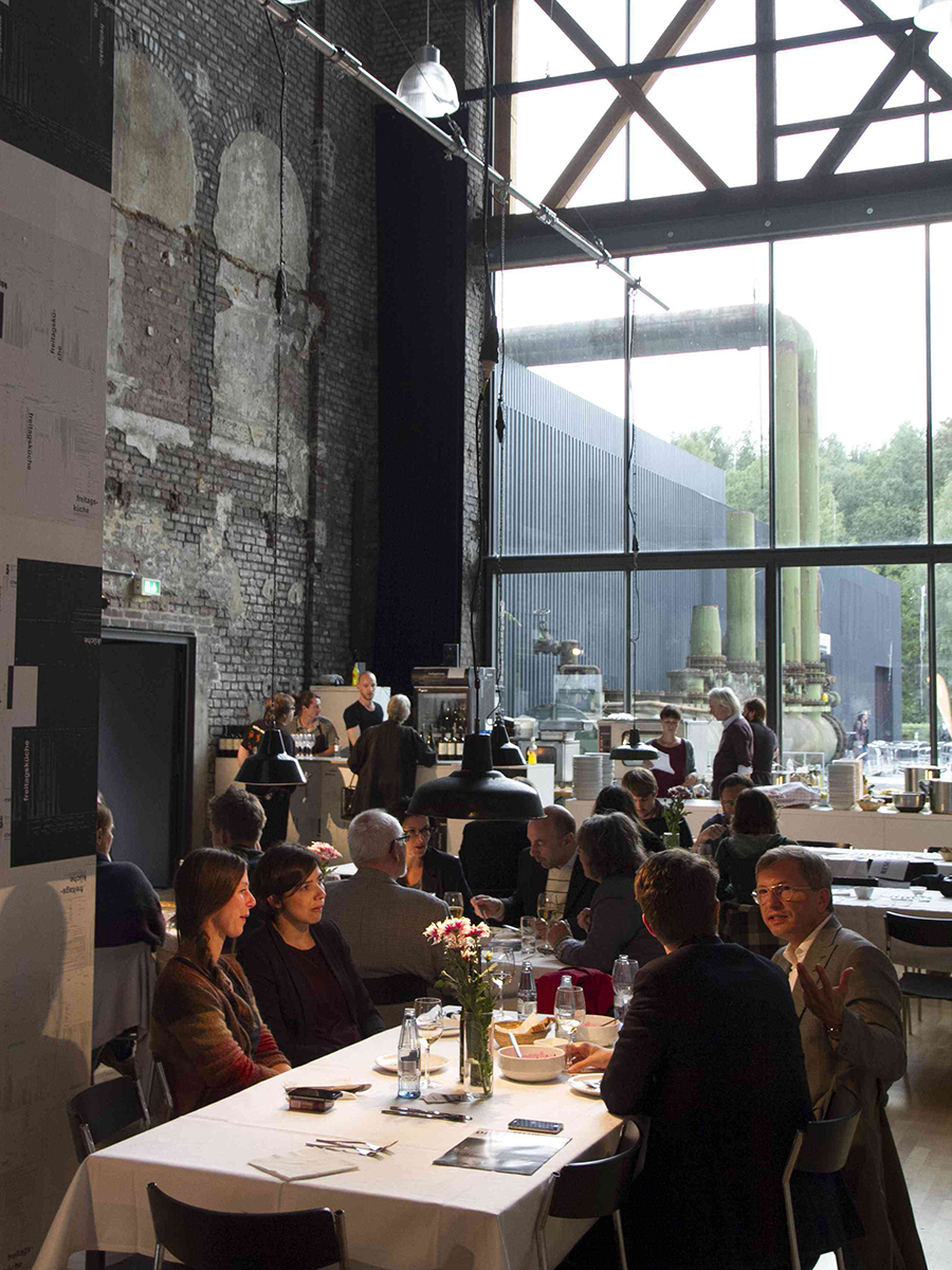 Freitagsküche, Rimini Protokoll, courtesy of  labkultur