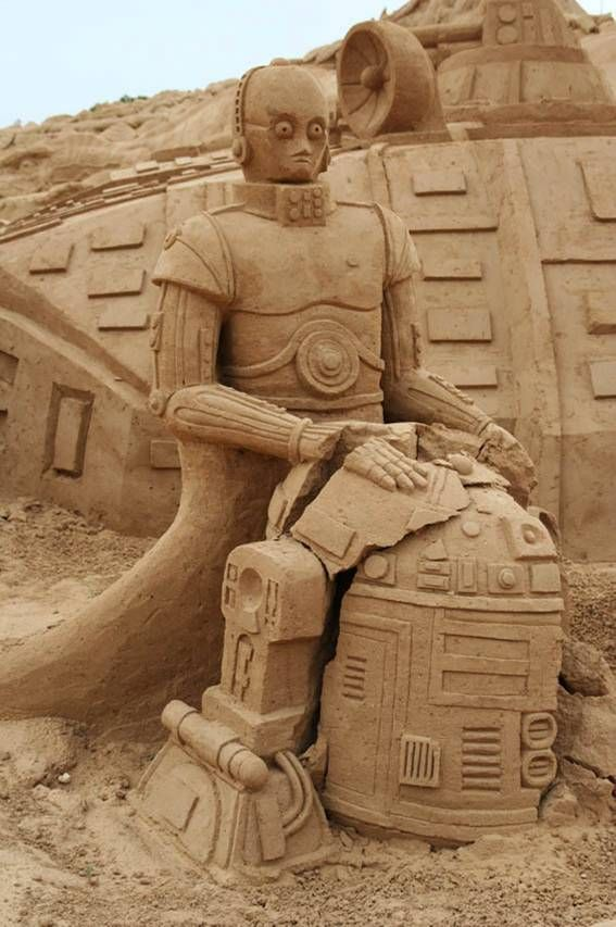 check out this cool star wars sand art featuring c3p0 and r2d2