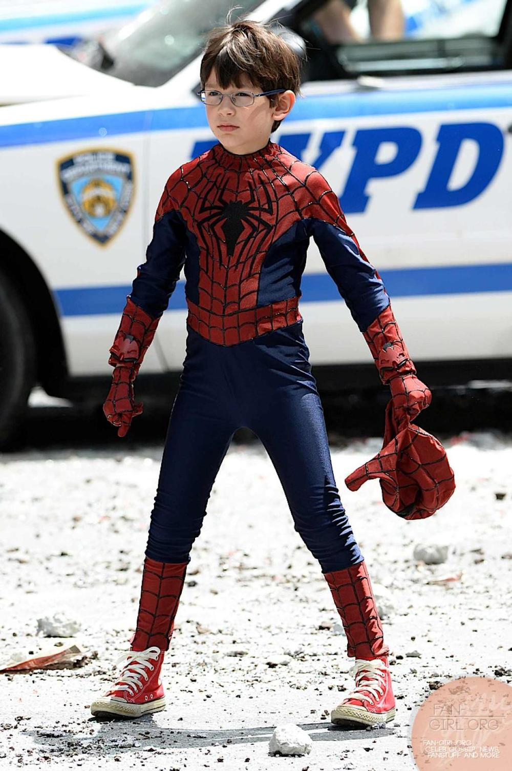 Spider-Man and His Mini-Me Take on The Rhino in Set Photos ...