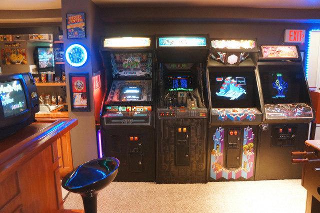 Amazing giant basement arcade geektyrant - Cinema salon de provence arcade ...