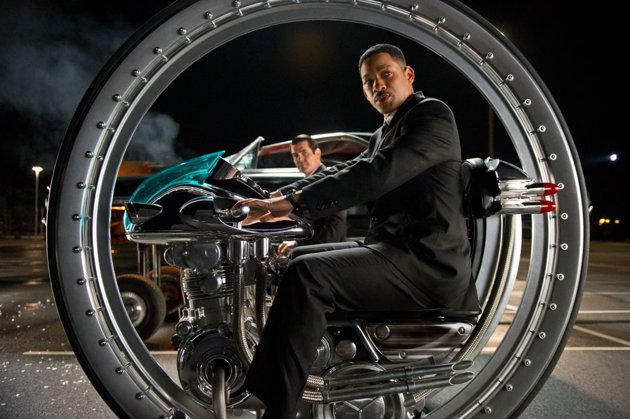 men in black 3 new photos arrive geektyrant click here to watch the trailer if you have not already