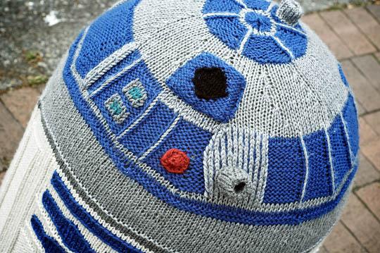 R2 D2 Yarn Bomb Geektyrant