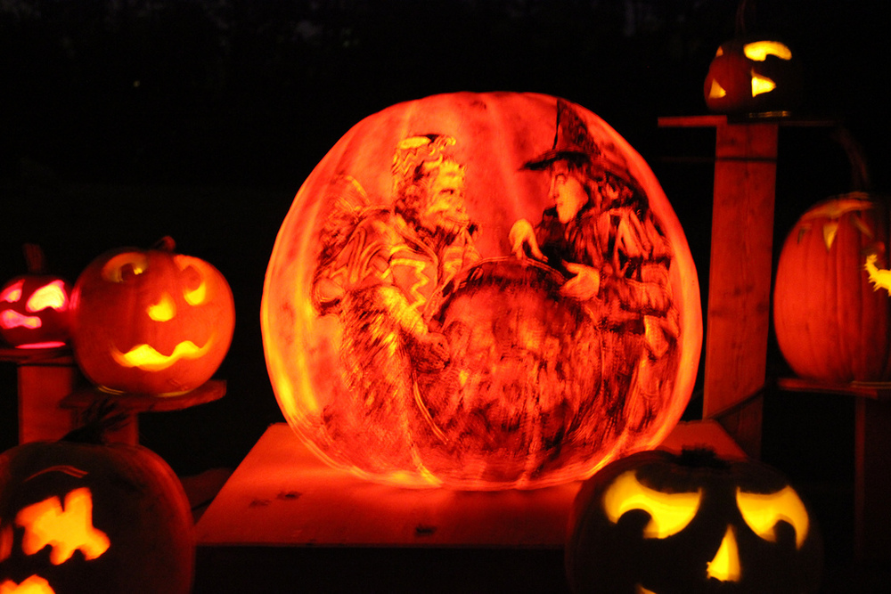 awesome movie inspired pumpkin carvings geektyrant. Black Bedroom Furniture Sets. Home Design Ideas