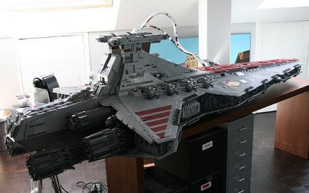 Gigantic 43 000 piece lego star destroyer geektyrant - Croiseur interstellaire star wars lego ...