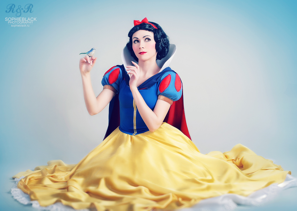 Snow White byu0026nbsp; Ryoko u0026nbsp;| ...  sc 1 st  GeekTyrant & Snow White - Best of Cosplay Collection u2014 GeekTyrant