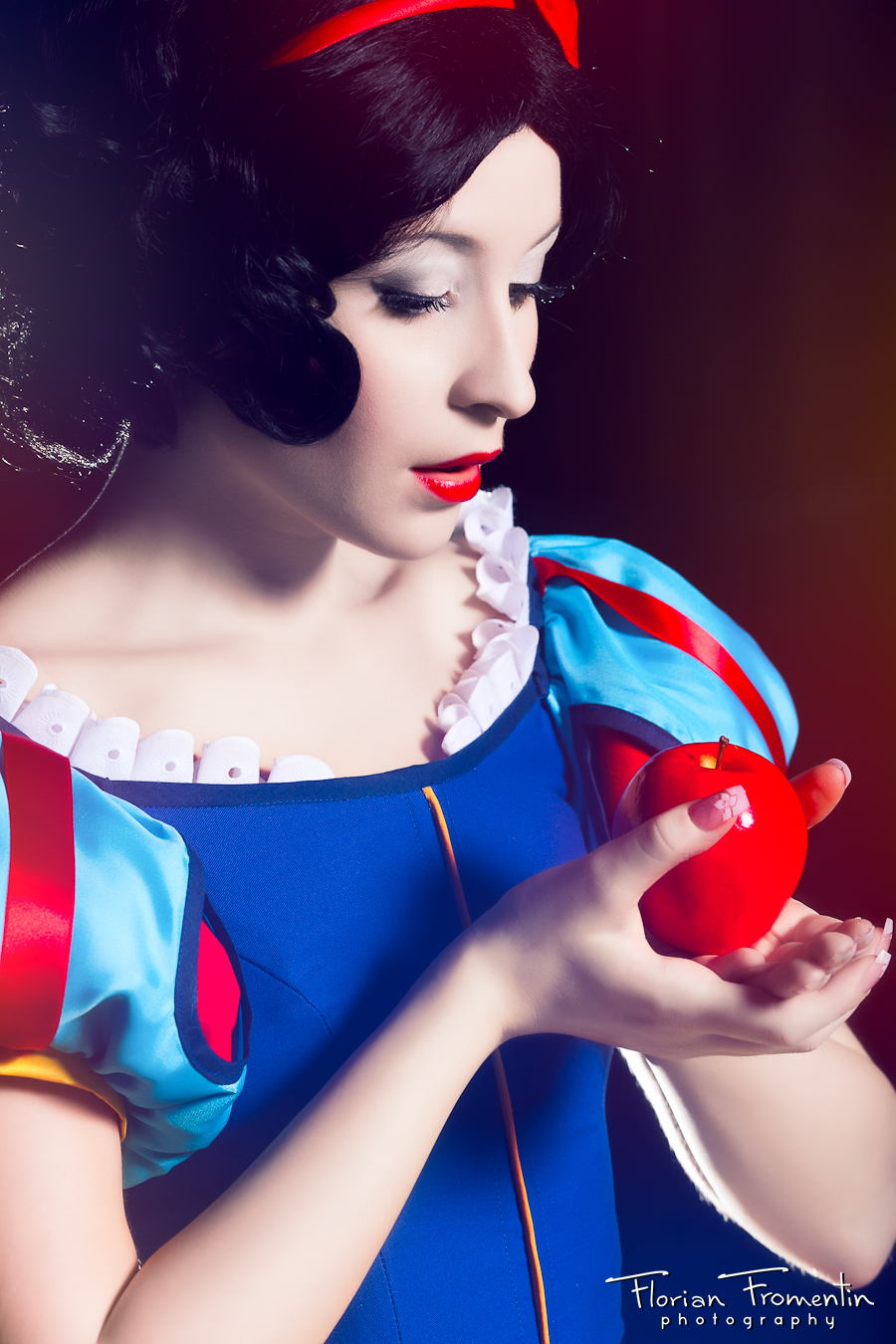 snow white best of cosplay collection geektyrant. Black Bedroom Furniture Sets. Home Design Ideas