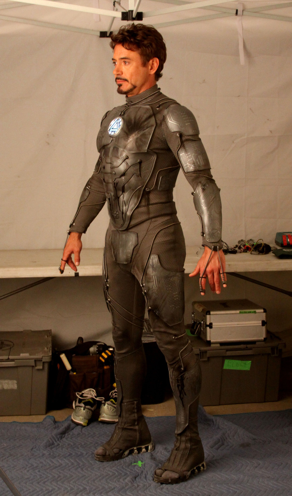 What Armor is Tony Stark Wearing in this Picture? — GeekTyrant