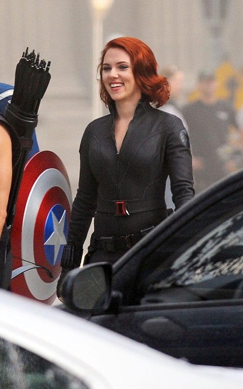 THE AVENGERS Hi-Res Set Photos - Hawkeye, Black Widow ...