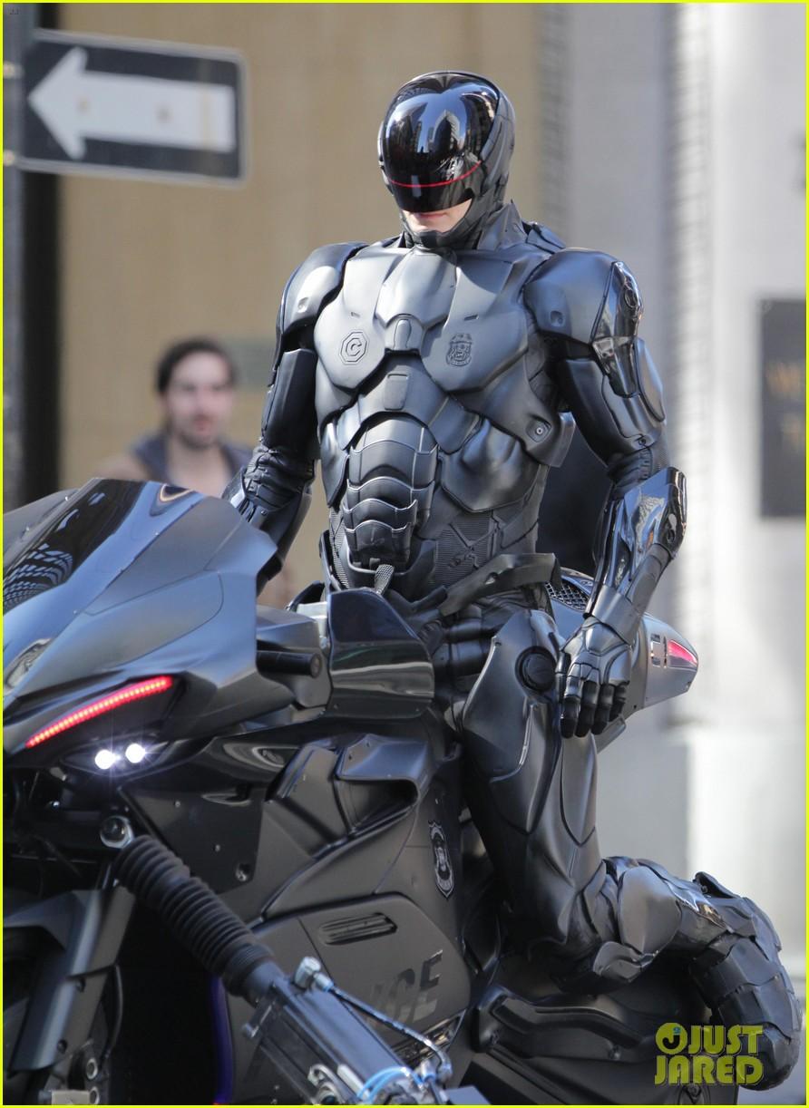 joel-kinnaman-robocop-motorcycle-scenes-