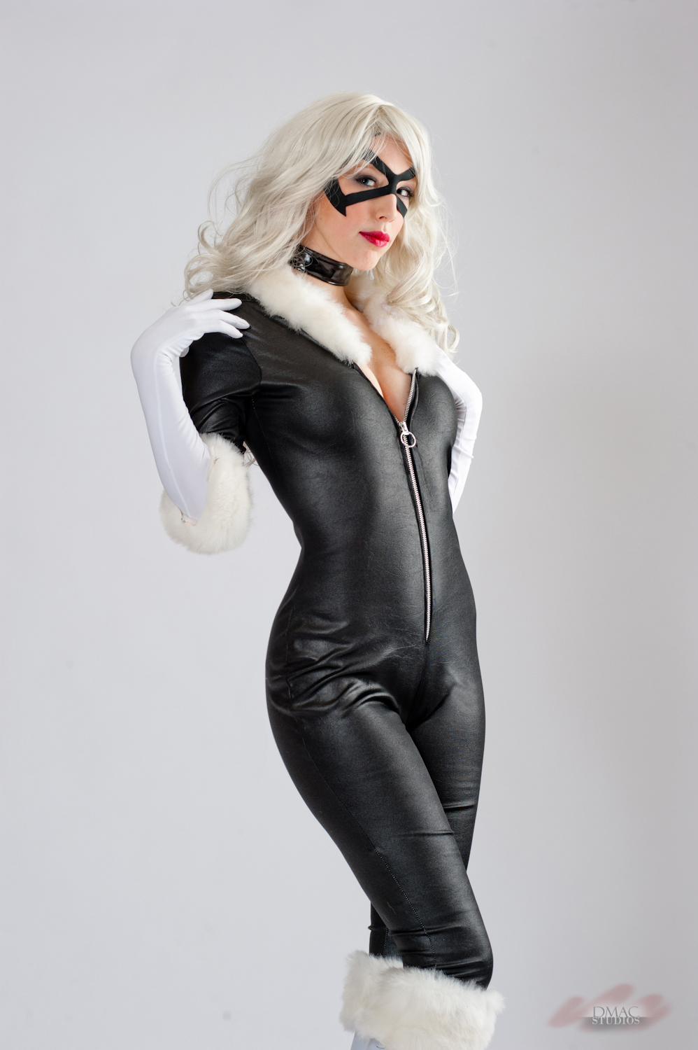 Shut-up-and-duel-me is Black Cat  |  Photo by Jagged-eye
